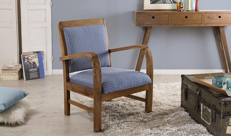 Fauteuil scandinave en teck et tissu en coton bleu à motifs